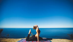 Découvrez comment le yoga améliore votre santé physique et mentale, tout en apportant plus de sens et de conscience à votre vie.