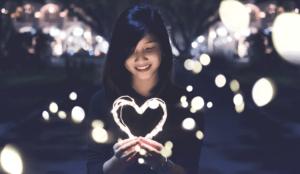 Qui n'a pas envie d'être heureuse ? Si vous aussi vous avez fait le choix audacieux de créer votre bonheur, voici quelques pistes pour vous y aider