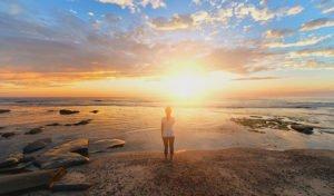 Comment arriver à se lever tôt et dire adieu aux réveils difficiles ? Découvrez 5 astuces à tester pour retrouver plaisir à vous lever et devenir du matin.