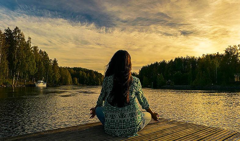 9 conseils pour méditer en pleine conscience + 1 méditation guidée de pleine conscience gratuite, à écouter autant que vous le souhaitez.