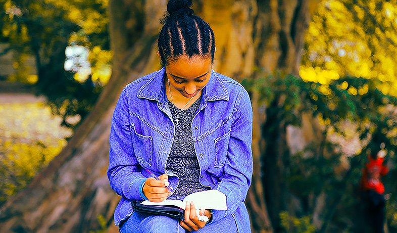 Tenir un journal de développement personnel : méthode pour commencer le journaling, quoi écrire, choisir un carnet pour son journal intime.